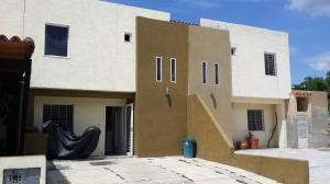 Townhouse En Venta En Municipio San Diego, La Cumaca, Venezuela, VE RAH: 16-12017