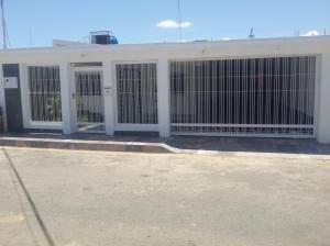 Casa En Venta En Punto Fijo, Punto Fijo, Venezuela, VE RAH: 16-11314
