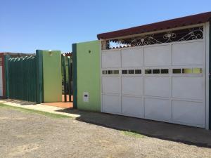 Casa En Venta En Punto Fijo, Las Adjuntas, Venezuela, VE RAH: 16-12057