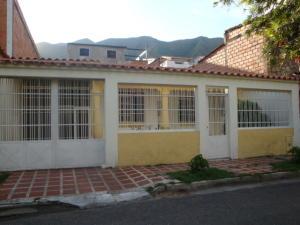 Casa En Ventaen Municipio San Diego, Altos De La Esmeralda, Venezuela, VE RAH: 16-12067