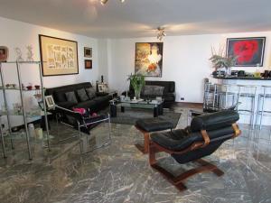 Apartamento En Venta En Caracas - La Florida Código FLEX: 16-12076 No.2