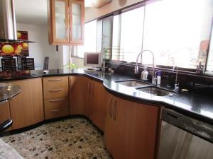 Apartamento En Venta En Caracas - La Florida Código FLEX: 16-12076 No.12