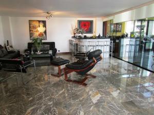 Apartamento En Venta En Caracas - La Florida Código FLEX: 16-12076 No.4