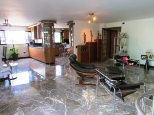 Apartamento En Venta En Caracas - La Florida Código FLEX: 16-12076 No.6