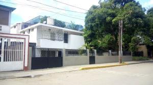 Casa En Venta En Parroquia Caraballeda, Palmar Este, Venezuela, VE RAH: 16-12081