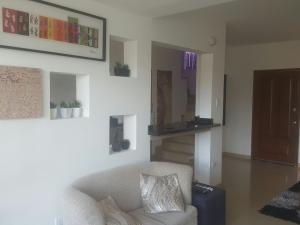 Townhouse En Venta En Maracaibo, Avenida Milagro Norte, Venezuela, VE RAH: 16-12149