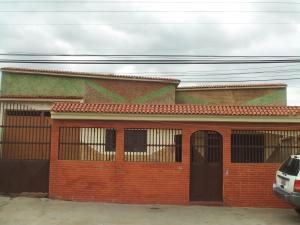 Casa En Venta En Municipio Libertador, Rafael Pocaterra, Venezuela, VE RAH: 16-12257