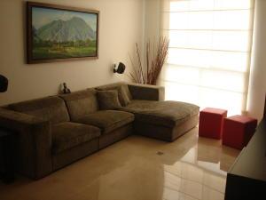 Townhouse En Alquiler En Caracas En Alto Hatillo - Código: 16-12213