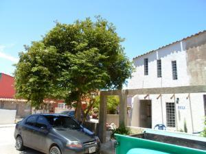 Townhouse En Venta En Municipio Macanao, Boca De Rio, Venezuela, VE RAH: 16-12235