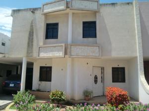 Townhouse En Venta En Cabimas, Zulia, Venezuela, VE RAH: 16-12314
