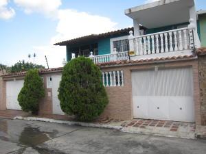 Townhouse En Venta En Charallave, Betania, Venezuela, VE RAH: 16-12325