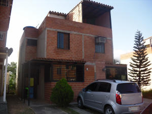 Casa En Venta En Guarenas, Altos De Copacabana, Venezuela, VE RAH: 16-11171