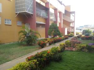 Apartamento En Venta En Cabimas, Las 40, Venezuela, VE RAH: 16-12340