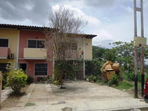 Townhouse En Venta En Cua, Quebrada De Cua, Venezuela, VE RAH: 16-12411