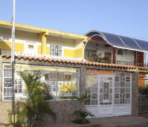 Townhouse En Venta En Maracaibo, Los Haticos, Venezuela, VE RAH: 16-12445