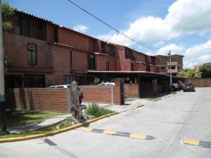 Townhouse En Venta En Guatire, El Encantado, Venezuela, VE RAH: 16-12539