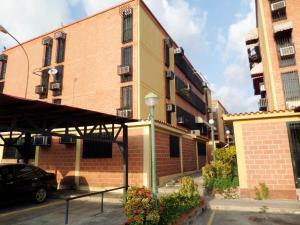 Apartamento En Venta En Maracay, Guaicamacuto, Venezuela, VE RAH: 16-12538