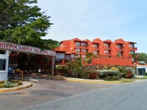 Apartamento En Venta En Margarita, Pampatar, Venezuela, VE RAH: 16-12568