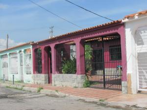 Casa En Venta En Valencia, Parque Valencia, Venezuela, VE RAH: 16-12728