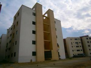 Apartamento En Venta En Municipio Los Guayos, Paraparal, Venezuela, VE RAH: 16-12595