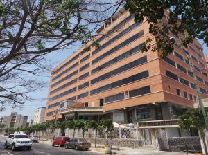 Apartamento En Venta En Catia La Mar, Playa Grande, Venezuela, VE RAH: 16-12645