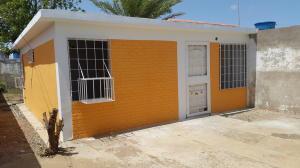 Casa En Venta En Punto Fijo, Antiguo Aeropuerto, Venezuela, VE RAH: 16-12753