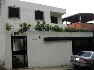 Casa En Venta En Caracas, Colinas De Los Chaguaramos, Venezuela, VE RAH: 16-12828