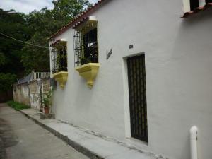 Casa En Venta En Guarenas, Los Naranjos, Venezuela, VE RAH: 16-12869