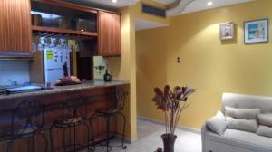 Apartamento En Venta En Maracaibo, La Lago, Venezuela, VE RAH: 16-12875