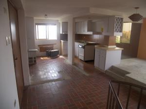 Apartamento En Venta En Maracaibo, Avenida Universidad, Venezuela, VE RAH: 16-12898