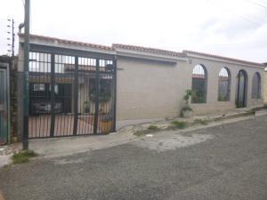 Casa En Venta En Los Teques, Municipio Guaicaipuro, Venezuela, VE RAH: 16-12918