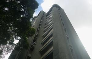 Apartamento En Venta En Caracas, El Rosal, Venezuela, VE RAH: 16-9231