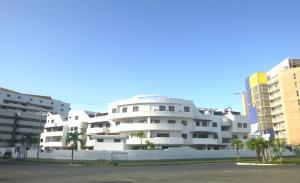 Apartamento En Venta En Higuerote, Puerto Encantado, Venezuela, VE RAH: 16-13099