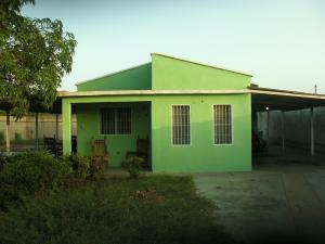 Casa En Venta En La Vela De Coro, Intercomunal Coro La Vela, Venezuela, VE RAH: 16-12960