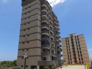 Apartamento En Venta En Parroquia Caraballeda, Los Corales, Venezuela, VE RAH: 16-13004