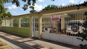 Casa En Venta En Coro, Av Los Medanos, Venezuela, VE RAH: 16-12998