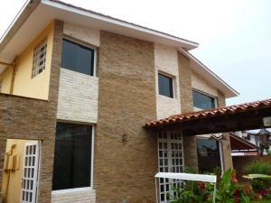 Casa En Venta En Caracas, El Marques, Venezuela, VE RAH: 16-13035
