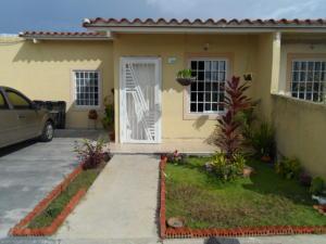 Casa En Venta En Guacara, Ciudad Alianza, Venezuela, VE RAH: 16-13053