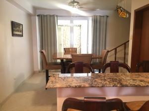 Casa En Venta En Maracaibo, Doral Norte, Venezuela, VE RAH: 16-13063