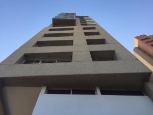 Apartamento En Venta En Maracaibo, Avenida El Milagro, Venezuela, VE RAH: 16-13253