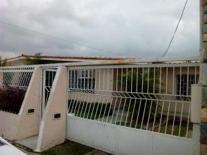 Casa En Venta En Municipio Los Guayos, Paraparal, Venezuela, VE RAH: 16-13161