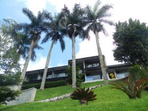 Casa En Venta En Caracas, La Lagunita Country Club, Venezuela, VE RAH: 16-13195