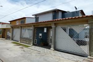 Casa En Venta En Turmero, San Pablo, Venezuela, VE RAH: 16-13208