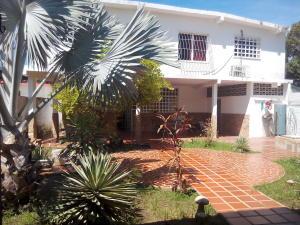 Casa En Venta En Cabimas, 5Bocas, Venezuela, VE RAH: 16-13227