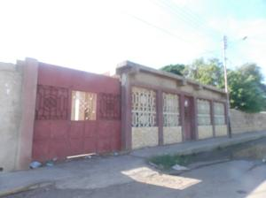 Casa En Venta En Punto Fijo, Punto Fijo, Venezuela, VE RAH: 16-13228