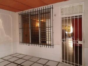 Casa En Venta En Valencia, La Isabelica, Venezuela, VE RAH: 16-13243
