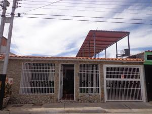 Casa En Venta En Cagua, Los Overos, Venezuela, VE RAH: 16-13254