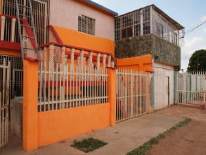 Casa En Venta En Municipio San Francisco, Kilometro 4, Venezuela, VE RAH: 16-13274