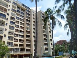 Apartamento En Venta En Catia La Mar, Playa Grande, Venezuela, VE RAH: 16-13280