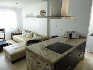 Apartamento En Venta En Maracaibo, Avenida Bella Vista, Venezuela, VE RAH: 16-13303